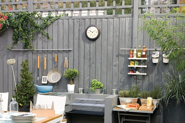 Grey-garden-fence-with-cooking-station-2-920x920