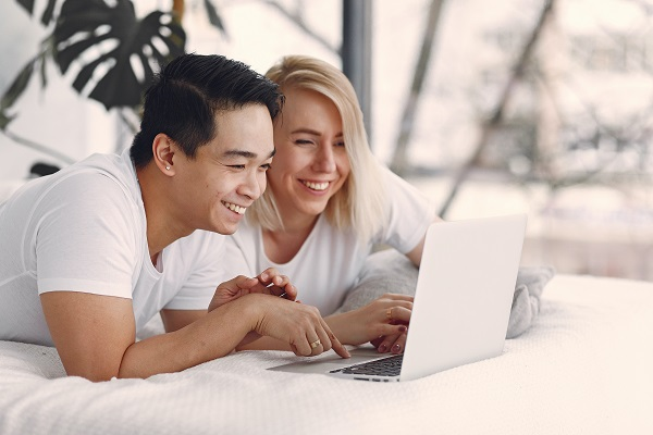 Smiling laptop couple